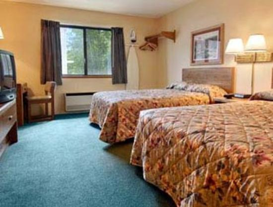 Rhinelander, WI: Our suite has 2 Queens size beds very large room a