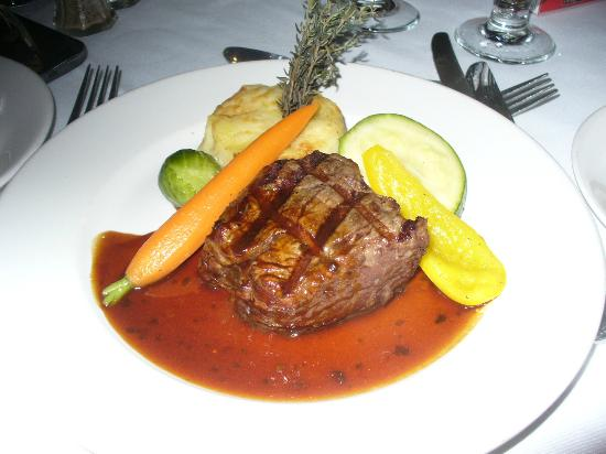 Le Grand Lodge Mont-Tremblant: Main meal