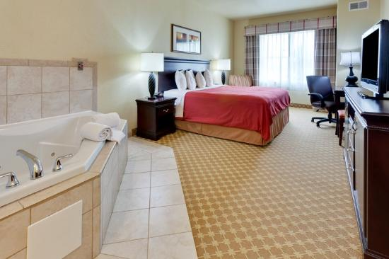 Country Inn & Suites Carlisle: CountryInn&Suites Carlisle WhirlpoolSuite