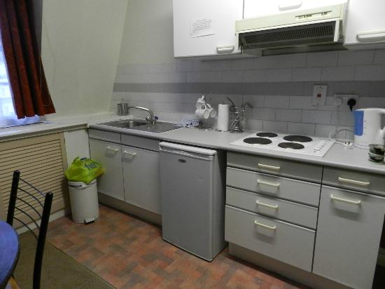 Royal Court Apartments: well stocked kitchen, good microwave, new sink