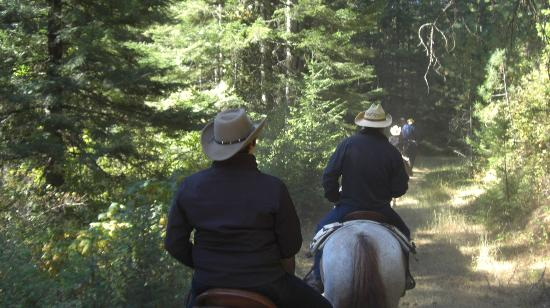 Red Horse Mountain Dude Ranch: On the trail