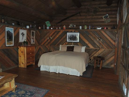 Red Horse Mountain Dude Ranch: Old Post Cabin