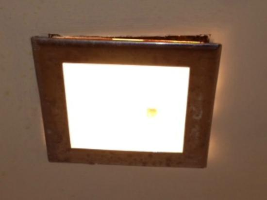 Town & Country Resort Motor Inn: Light-vent fixture over shower stall after bulb replaced.