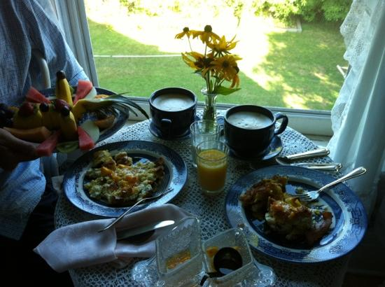 The Ellery House: breakfast!