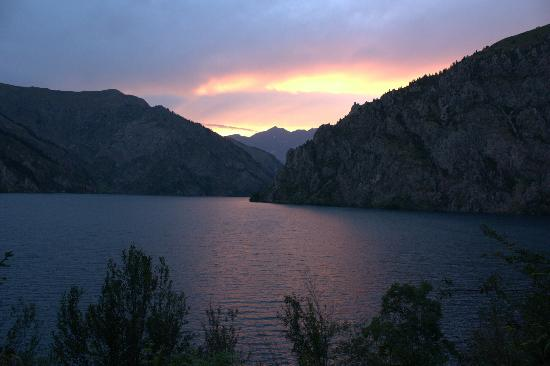Kirgisien: Sary-Chelek Lake in the evening, 1873 m above sea level