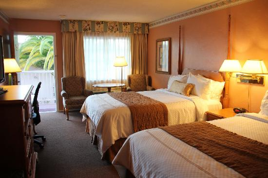 BEST WESTERN PLUS El Rancho Inn & Suites: Room