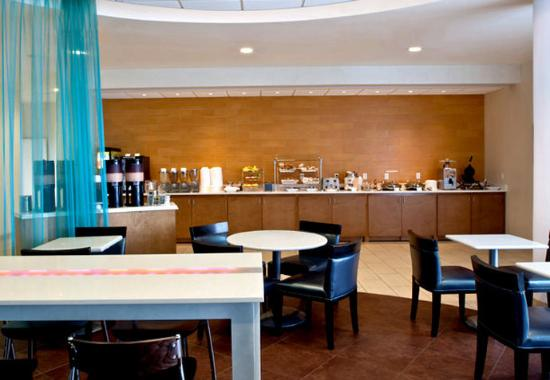 SpringHill Suites Huntsville Downtown: Breakfast Buffet