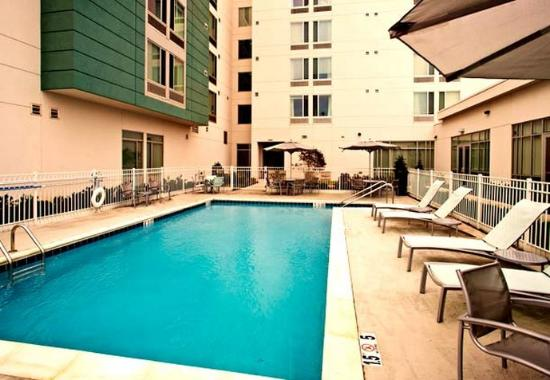 SpringHill Suites Huntsville Downtown: Outdoor Pool