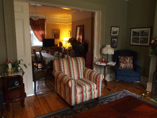 Cantwell House: living room