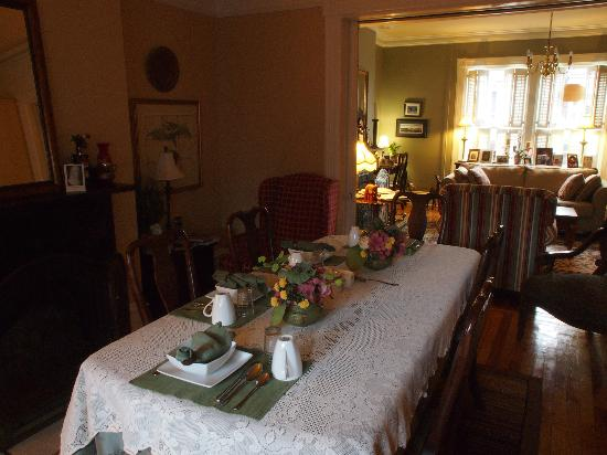 Cantwell House: dining room