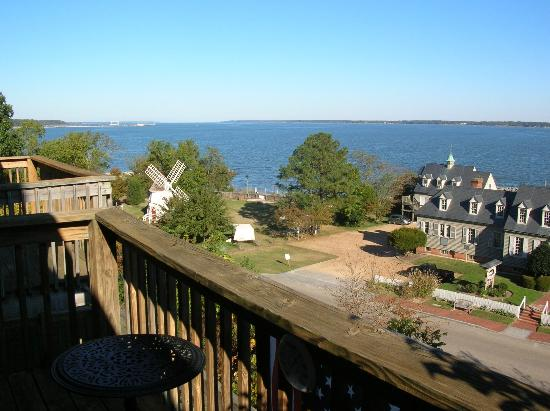 York River Inn Bed and Breakfast: View from our balcony of the York River
