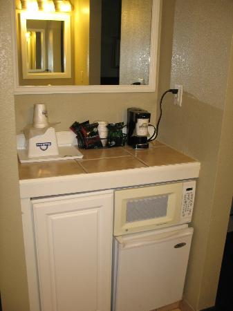 Days Inn Montrose : Fridge and Microwave