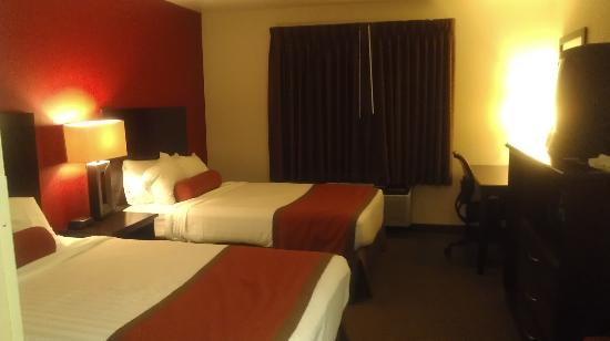 Inn America A Budget Motel: same quality as much higher priced hotels