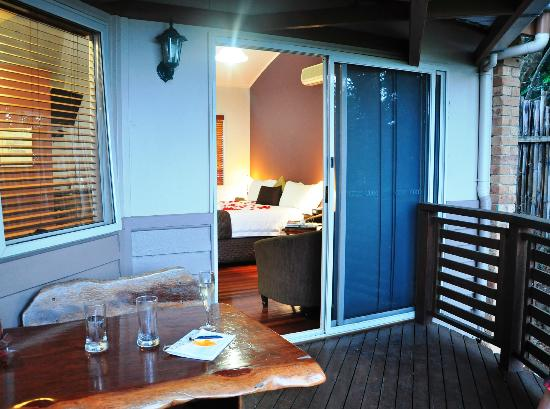 Maleny Views Cottage Resort: Our private balcony (No. 7 cottage)