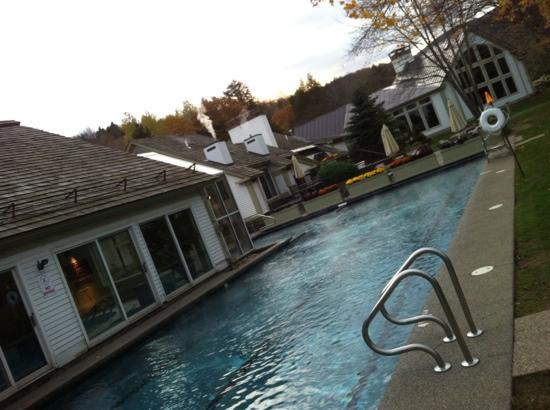 Hawk Inn and Mountain Resort: Nice outdoor pool - Hawk Inn &amp; Mountain Resort