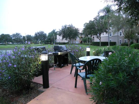 Summer Bay Orlando By Exploria Resorts: Picnic area with grills