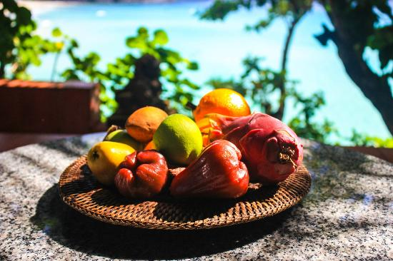 Mom Tri's Villa Royale: Fresh fruit on the room's balcony