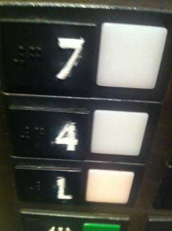 Embassy Suites Hotel Cincinnati - Rivercenter / Covington: elevator