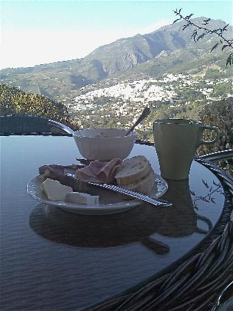 Casarabonela, สเปน: Breakfast on the patio