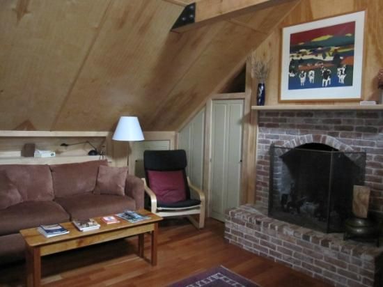 Chatham Guest Rooms: living room