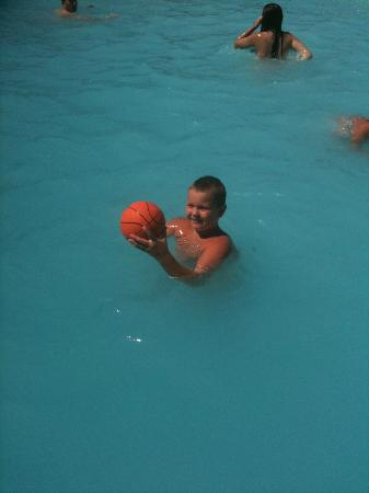 Christina Lake Village: Playing in the outdoor pool!