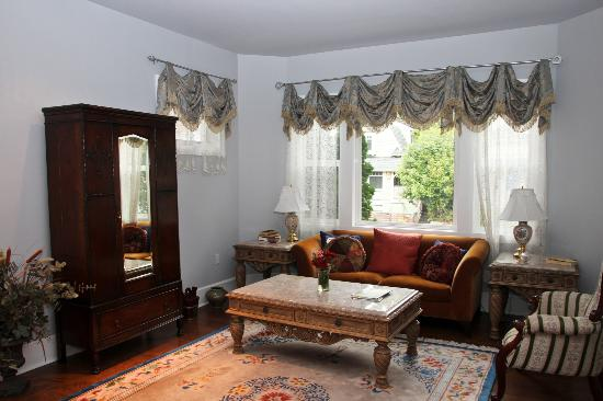 """Seattle Hill House B & B: Common room in """"the blue house"""""""