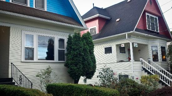 Seattle Hill House B & B: the two houses that make up the B&B