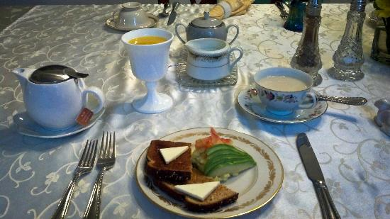 Seattle Hill House B & B: Amazing food! Just as yummy as it is beautiful!