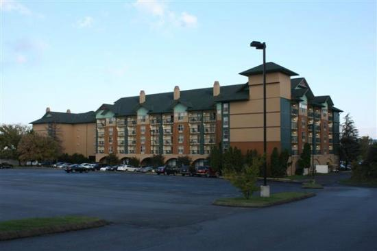 Spirit of the Smokies Condo Lodge: Photo from across parking lot