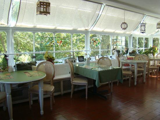 Inn on Crescent Lake: The favorite dinning spot in the main house.