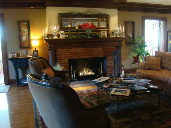Inn on Crescent Lake: The living room in the main house.