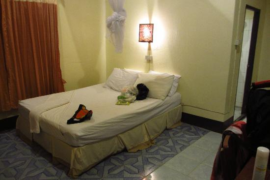 Bamboo Bay Resort: The room