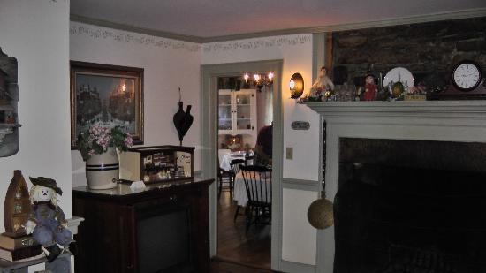 The Old Mystic Inn: Entry to dining room