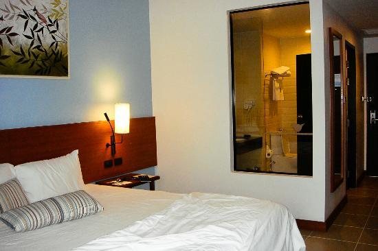 Deevana Plaza Krabi Aonang: Romantic view in the room. There's curtain to block the bathroom viewing glass