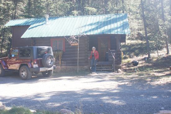 Pioneer Guest Cabins: Wild Rose cabin