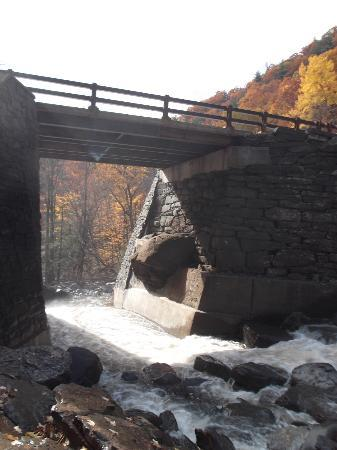 Haines Falls, NY: The roadway, bridge.