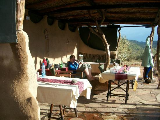 Maji Moto Camp: Relaxing in the dining area after a hard days walking