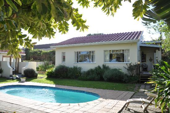 Villa Vista Guest House: The swimming pool!
