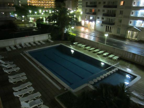 Apartaments CYE Salou: Cye at Night