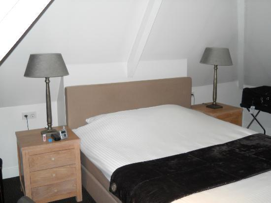 Hotel Piet Hein: My room. I absolutely cherished my king-sized bed, perfect after a day's worth of sight-seeing.