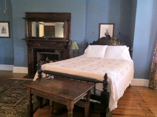 Chester Arthur House B & B at Logan Circle: Another view of our room.