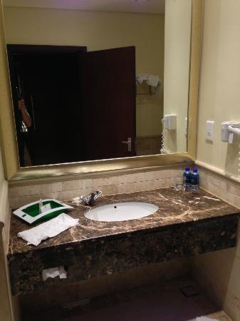 Holiday Inn Sandton - Rivonia Road: Bathroom shot