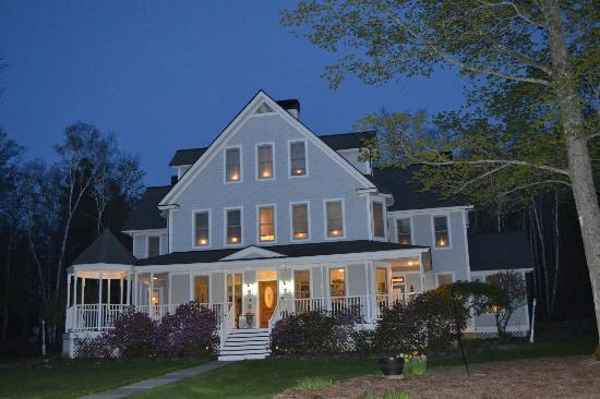 Barnard, VT: May Evening at The Maple Leaf Inn