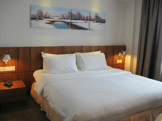 Bed picture of ipoh french hotel ipoh tripadvisor for What is a french bed in a hotel