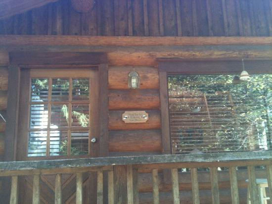 WilderQuest Cabin Retreat: Exterior of the Cabin in the Woods