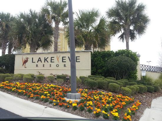 Lake Eve Resort: entrance to lake eve