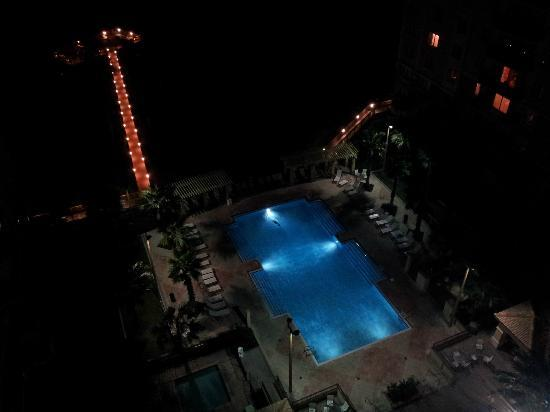 Lake Eve Resort: pool at night
