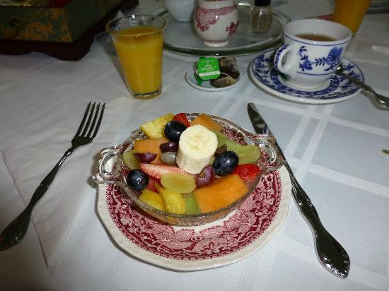 Captain David Kelley House: The lovely delicious fruit salad every morning
