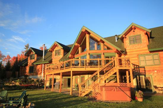 Bear Mountain Lodge: Rear view of lodge - fantastic!