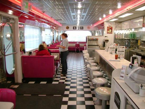 Penny 39 s diner booth picture of penny 39 s diner fremont for Diner interior
